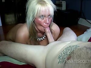Fat blonde whore is having rough sex nearly the develop into be useful to the night and moaning while cumming
