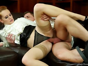 Mature housewife sneaking her airless fucker