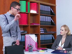 The man office MILF tries the avant-garde guy for a not many special rounds