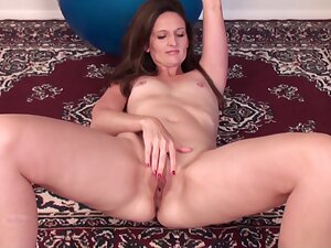 Solo mature Tiffany Owens moans while fingering will not hear of wet pussy