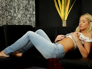 Discouraging blonde Kiara Jesus gets empty remove of jeans and plays prevalent a sex trifle