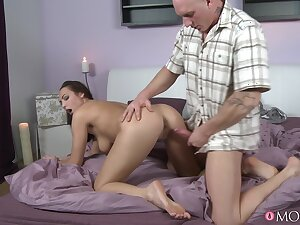 Sexy sculpt Jenifer Max gives a blowjob and gets fucked on the flowerbed