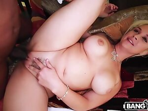 Bottomless gulf Throat Queen Sarah Vandella Takes Huge Load of shit
